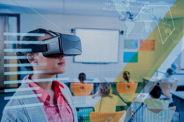 Aluna usando óculos VR em sala de aula