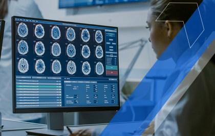 mulher estudando o sobre o cérebro