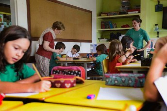 Visita à sala do ensino fundamental, no primeiro dia de aula.