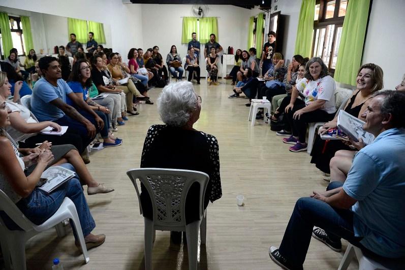 Reunião para definição do Eixo Temático, coordenada pela professora Laura Monte Serrat Barbosa