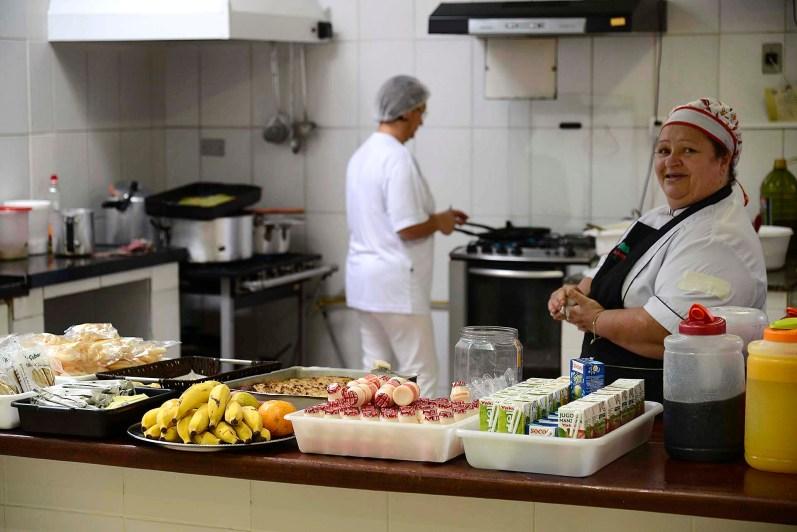 As irmãs Josefa e Janete Morais Gois, na cozinha da Terra Firme