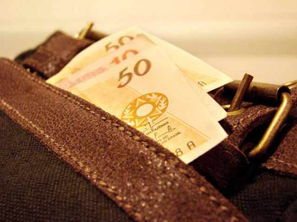 7 Hábitos das pessoas ricas para lidar melhor com o dinheiro