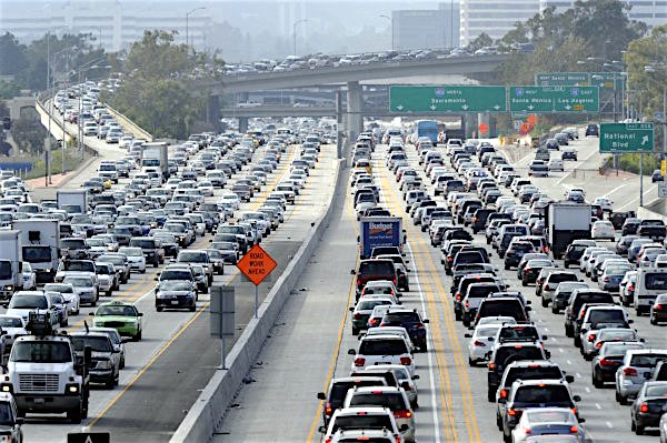 Traffic clogs the San Diego (405) Freeway, looking north from Palms Boulevard on June 15, 2012. (Michael Owen Baker/Staff Photographer)