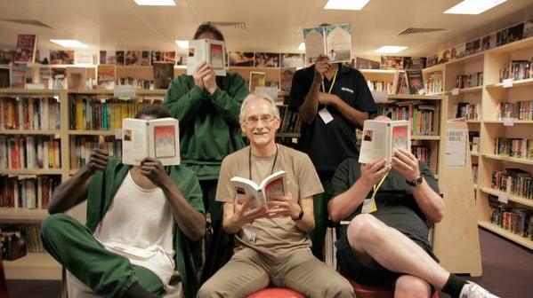 Leitores na livraria