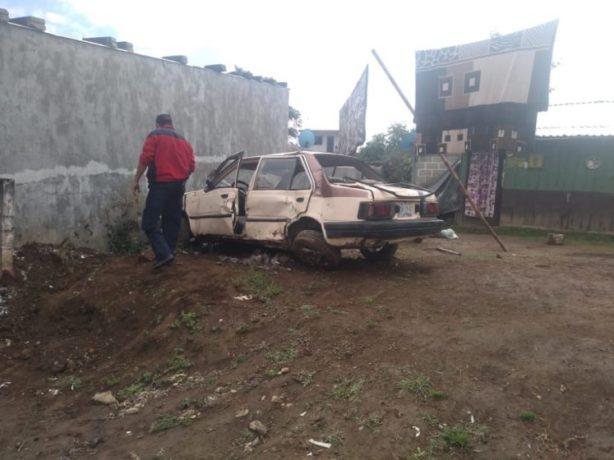 DESTROZA AUTO EN VOLCADURA