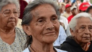 AUMENTARÁN PENSIONES PARA ADULTOS MAYORES Y BECAS PARA JÓVENES EN 2021, ANUNCIA AMLO