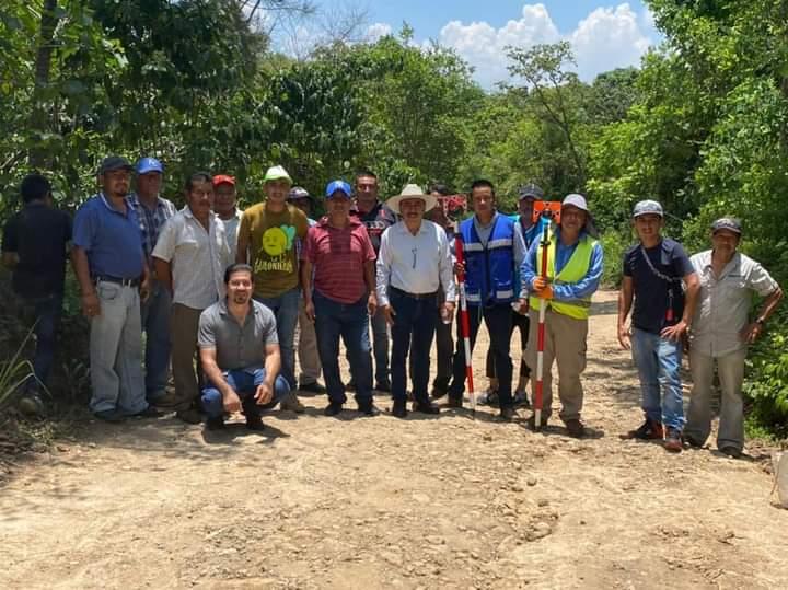 INICIA CONSTRUCCIÓN DE CAMINO SACA COSECHA EN TENAMPA