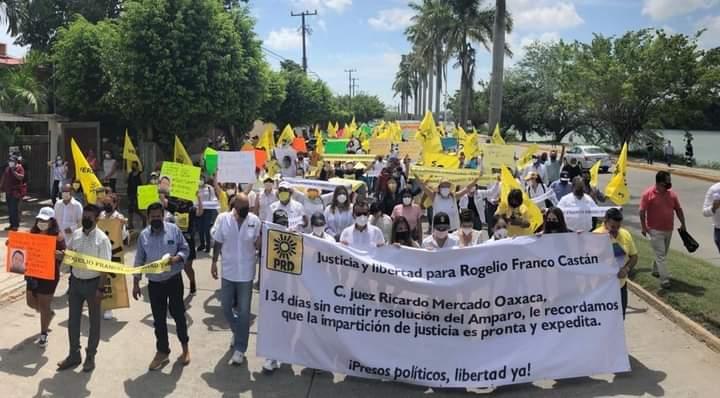 EXIGEN LIBERACIÓN DE ROGELIO FRANCO