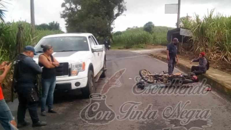 CHOCA MOTOCICLETA CONTRA FORD LOBO