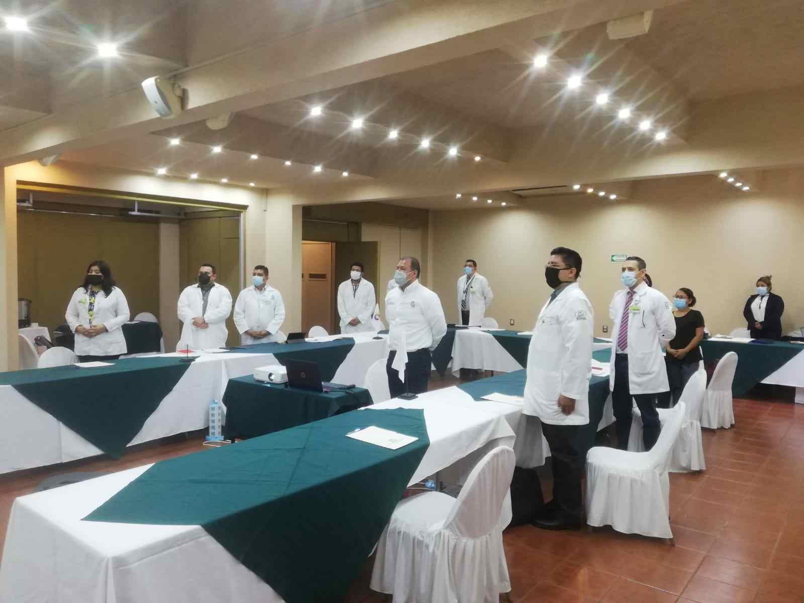 CAPACITAN A DIRECTORES DE HOSPITALES DEL IMSS