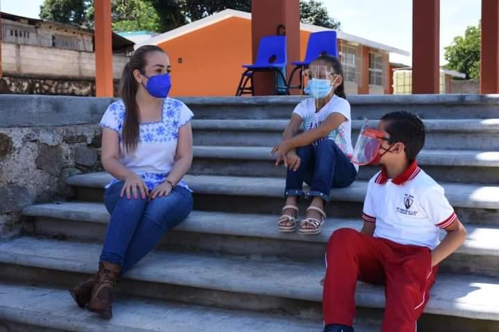 ENTREGA NORA LAGUNES ACCIONES EN TLACOTEPEC DE MEJÍA