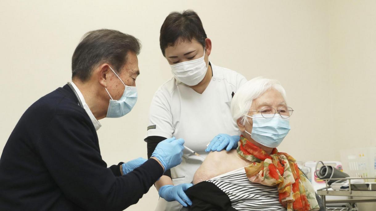 JAPÓN APLICARÁ LA TERCERA DOSIS DE LA VACUNA CONTRA LA COVID-19, EN 2022