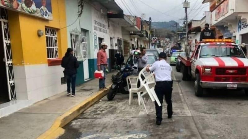 PARTICULARES SE ADUEÑAN DE LAS CALLES DE HUATUSCO