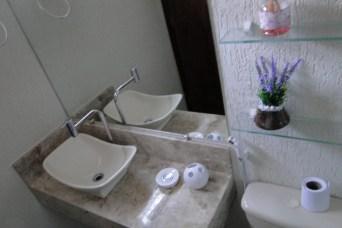 Banheiro charmoso e confortável