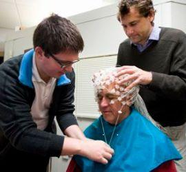 Meditacion aumenta inteligencia: Cientificos de la Universidad de Wisconsin-Madison colocan sensores para realizar encefalografía en monje Budista
