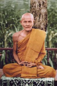 El venerable ajahn Mun, importante representate de los monjes dhutanga, durante un corto periodo Ajahn Chah pudo prácticar bajo la guía de Ajan Mun, lo que según se afirma fue un evento de influencia en su sendero espiritual.