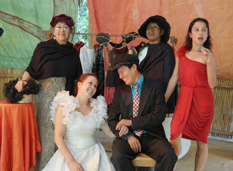 The Theatre Group of Escuela Caracol presents Ropa de Teatro