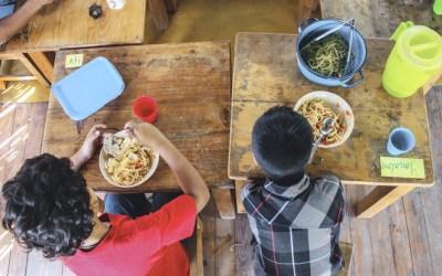 Todo el mundo bien alimentado en Escuela Caracol:
