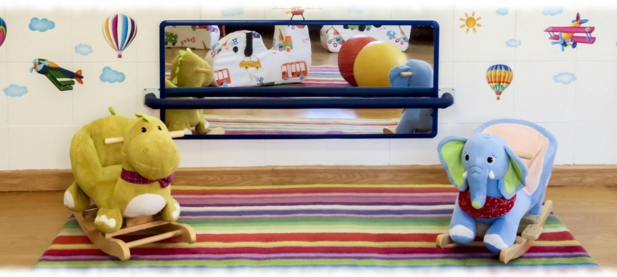 Escuela Infantil Booma – Espejo en el aula de bebés