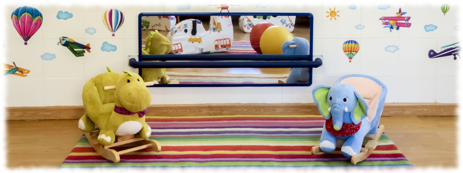 Espejo en el aula de bebés de la Escuela Infantil Booma en Talavera de la Reina