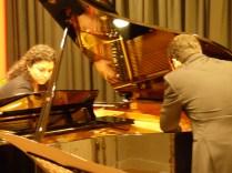 Otra forma de tocar el piano a cuatro manos