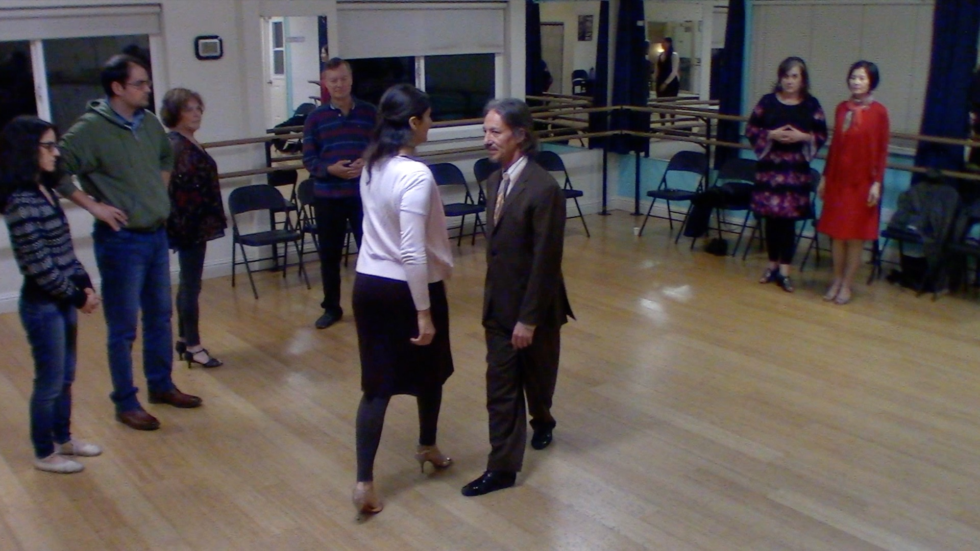 Argentine Tango beginner class with Mimi: connection exercise