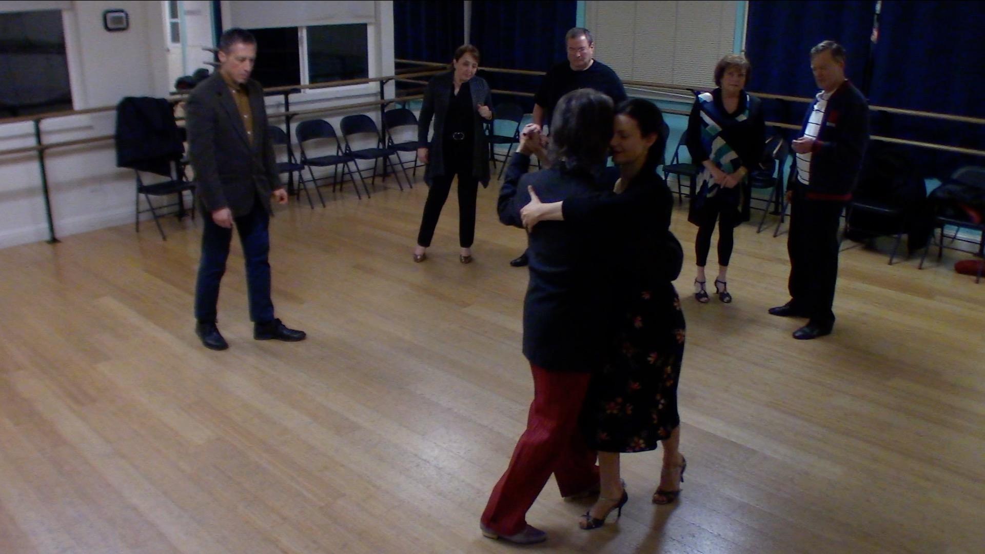 Argentine Tango beginner class with Miranda: change of system