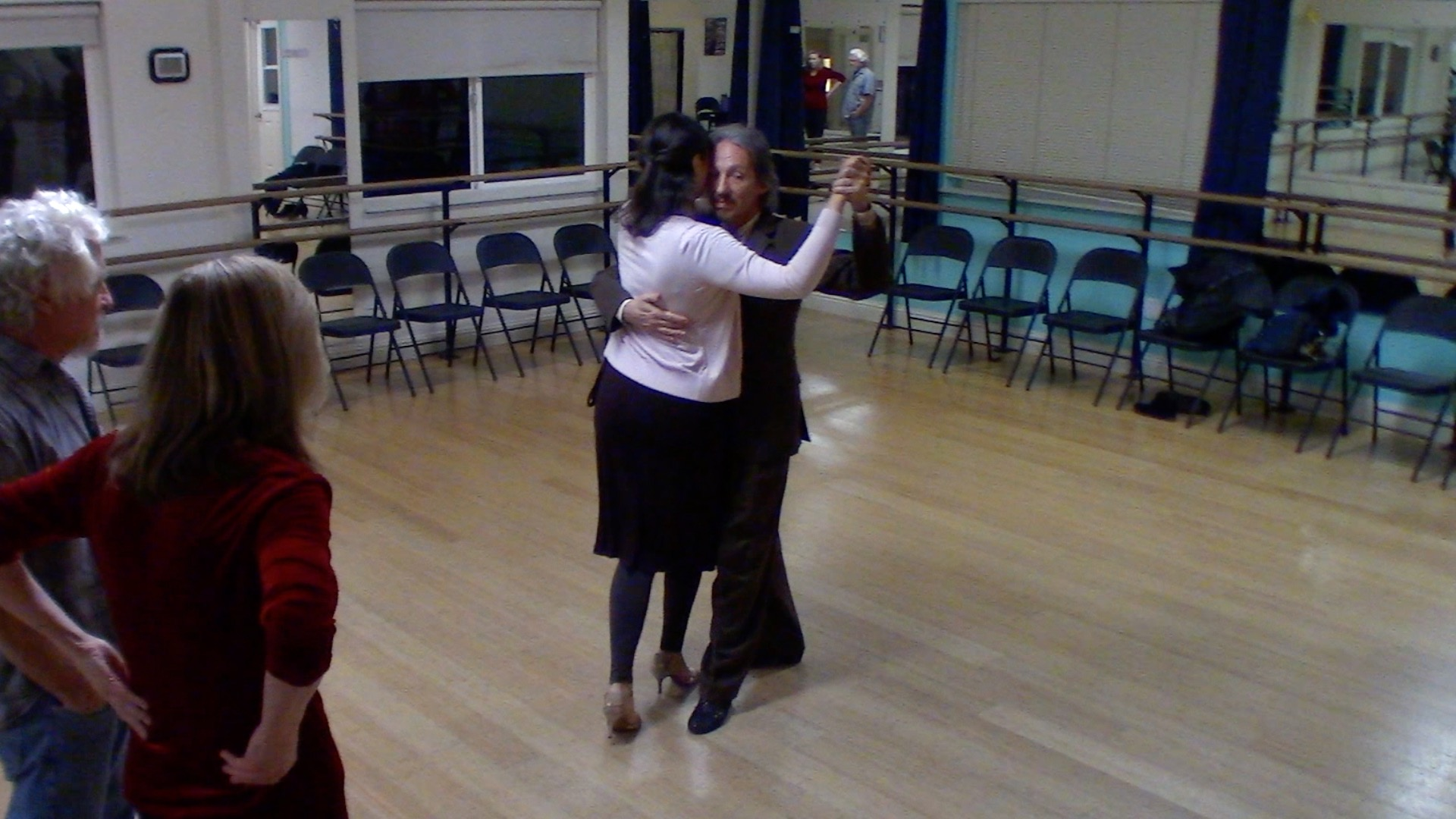 Argentine Tango intermediate class with Mimi: backward ocho