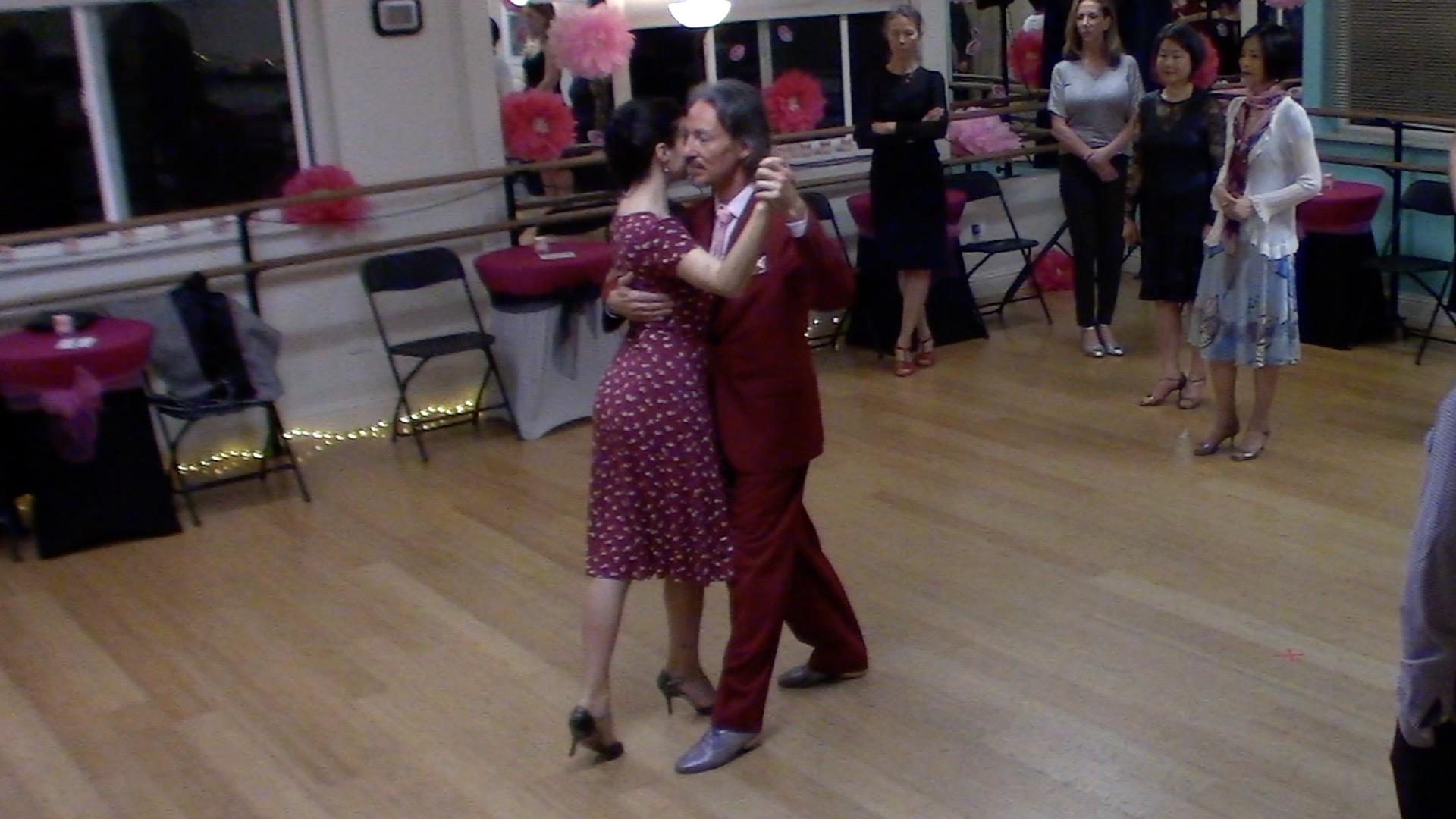 Argentine Tango intermediate class with Miranda: crossed system circular walk on the open side