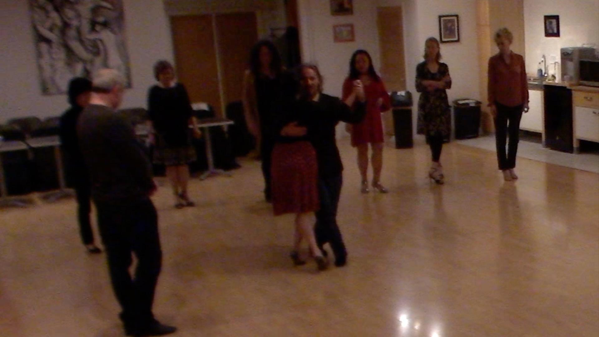 Argentine Tango intermediate class with Miranda: crosses 1