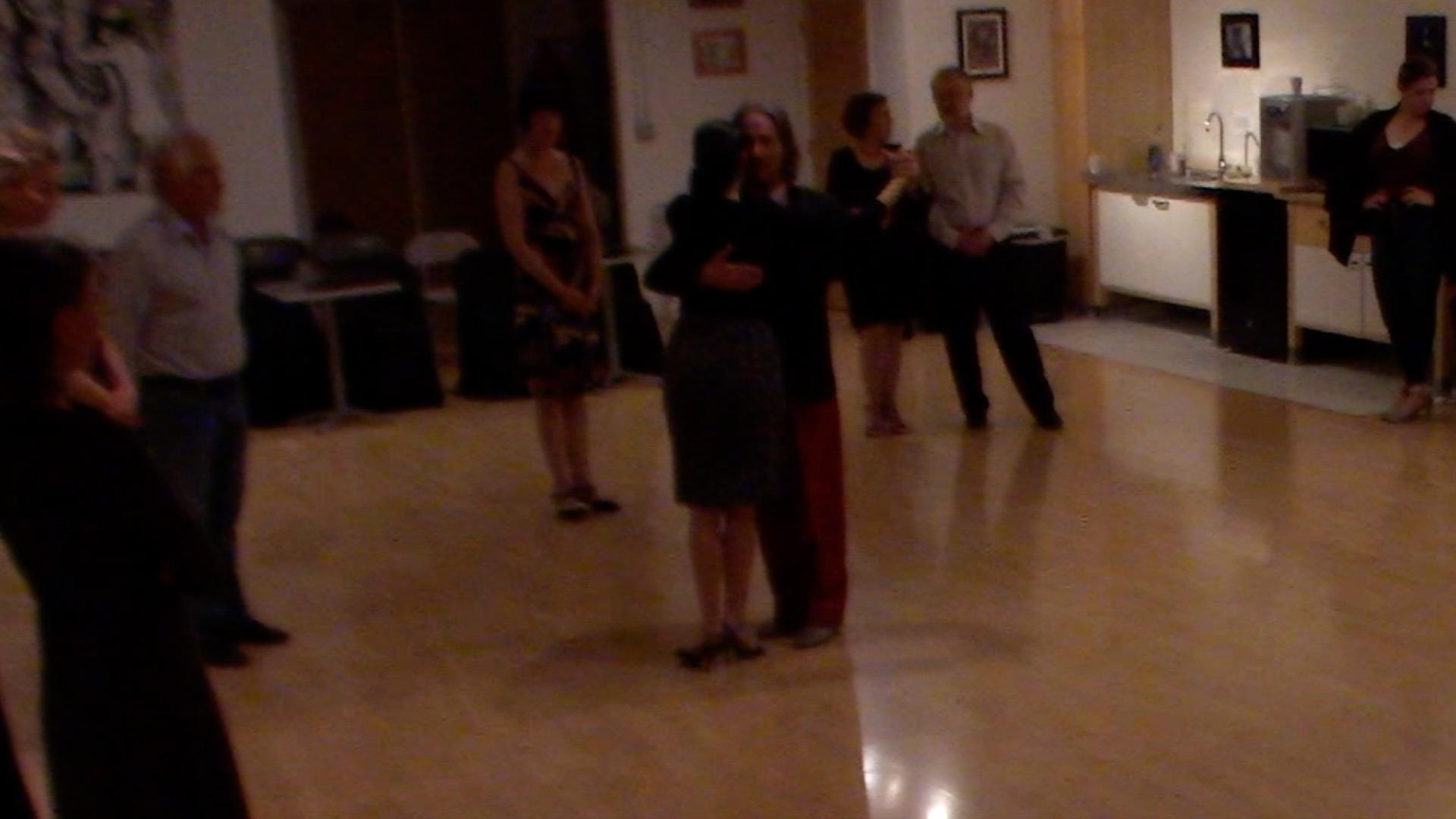 Argentine Tango intermediate class with Miranda: pause in 3