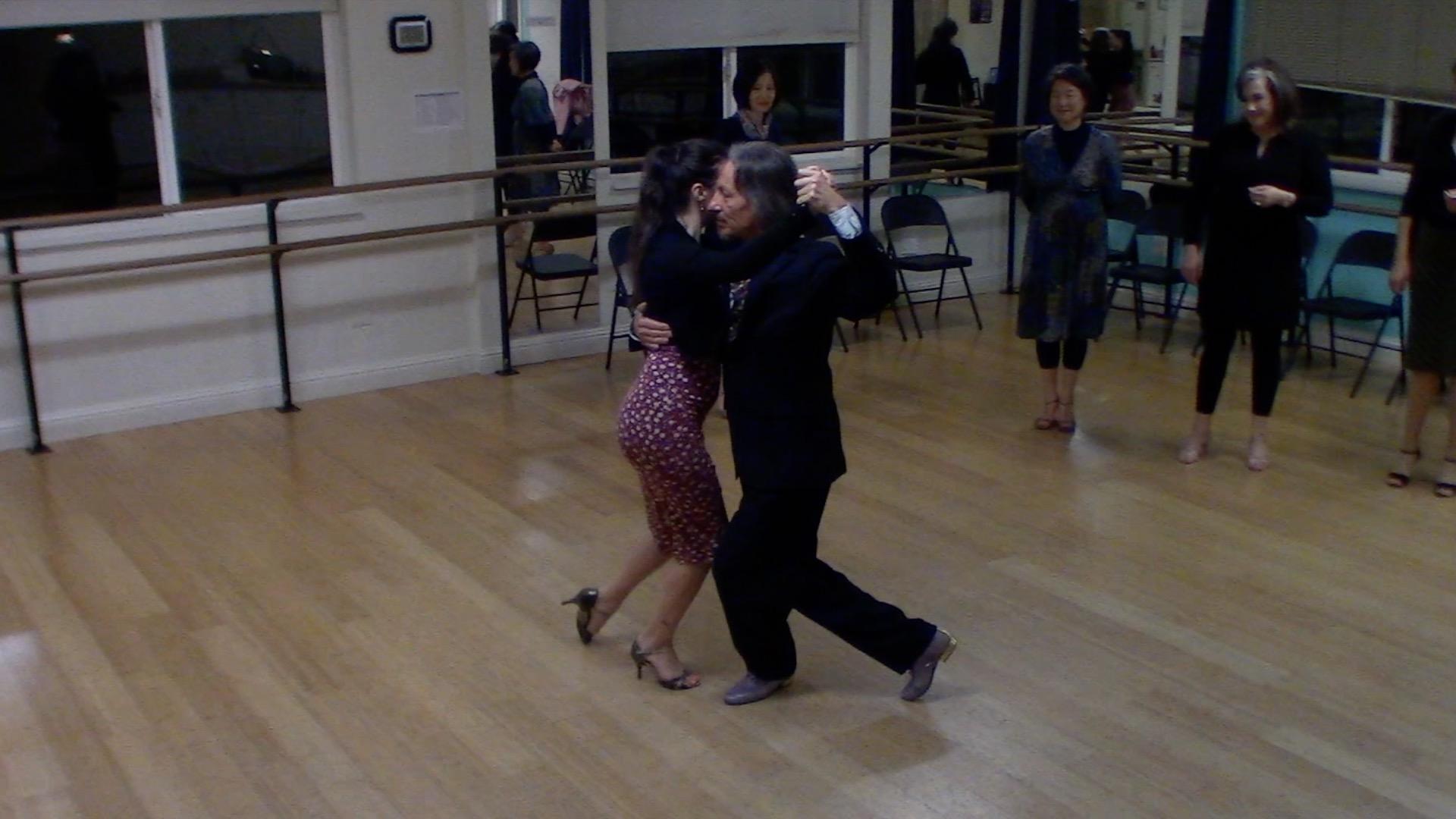 Argentine Tango intermediate class with Miranda: sequence with inverse ocho