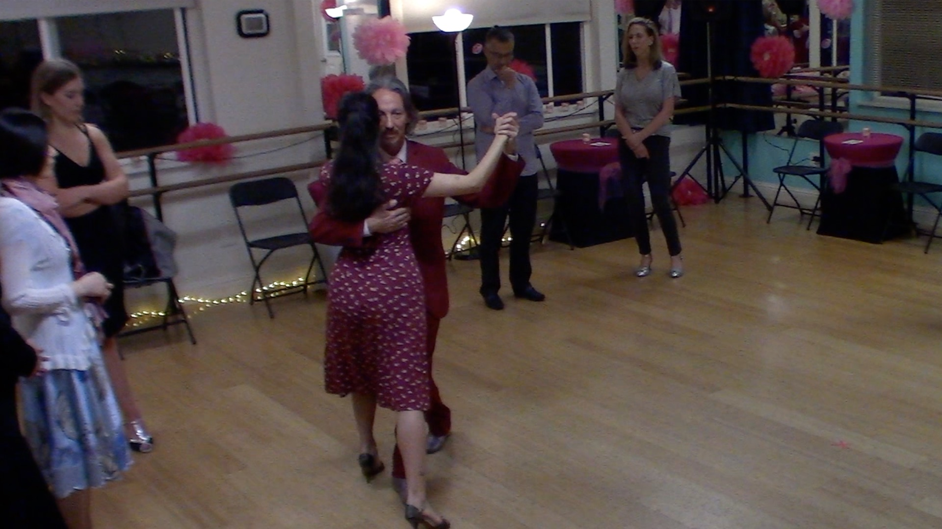 Argentine Tango intermediate class with Miranda: walking in parallel and crossed systems
