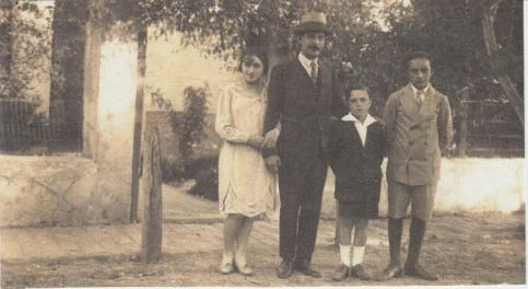 Agustín Bardi with his family | History of Argentine Tango