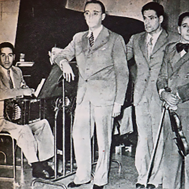Juan D'Arienzo and his orchestra with Alberto Echagüe in vocals. Argentine Tango music.