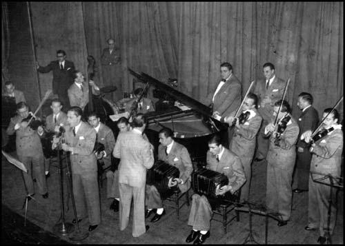 Juan D'Arienzo y su Orquesta Típica at Chantecler cabaret