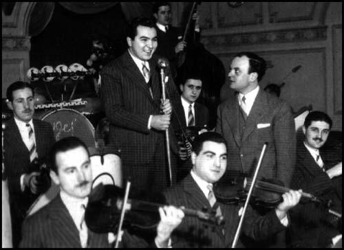 Miguel Caló y su Orquesta Típica with Raúl Berón
