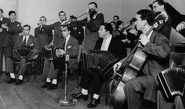 Anibal Troilo. Argentine Tango music at Escuela de Tango de Buenos Aires. Learn to dance.