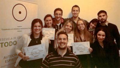 Entrega de Diplomas a estudiantes - foto