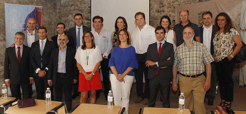 Participantes en el pleno del Consejo de Colegios Profesionales de Farmaceúticos de la región.