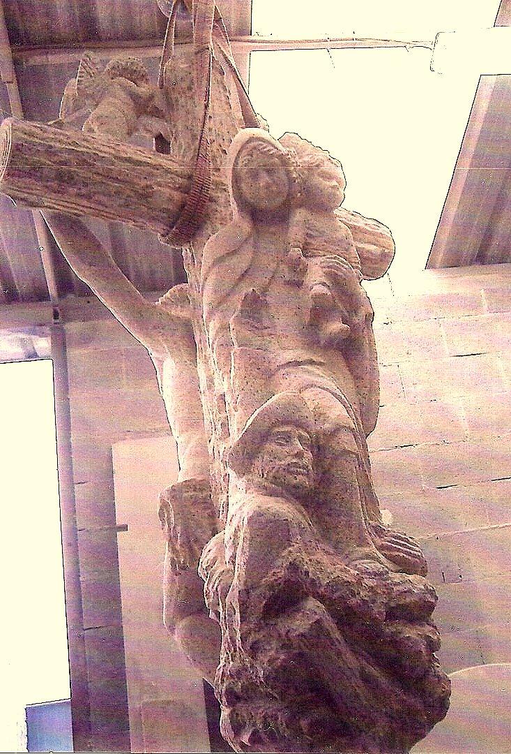 Cruz con Nuestra Señora del Carmen como figura central.