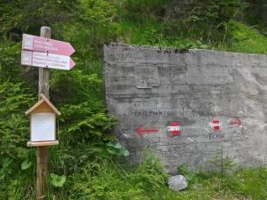 Bivio CAI-161 e CAI-144 per Case Pian Formaggio e Passo Cima Vallona depositi in caverna