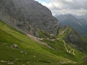 Rifugio Calvi davanti al Monte Chiavedin