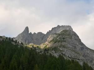 Rifugio Calvi e Monte Chiadenis dalla Val Sesis