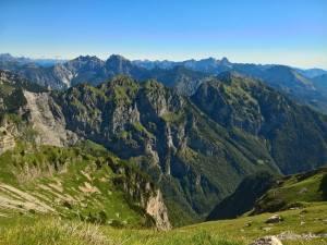 Panorama verso la Megna, il Bosco Nero, il Salta, il Duranno
