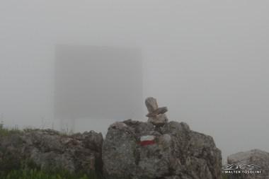 Lo specchio elettromagnetico del Pala Fontana nella nebbia
