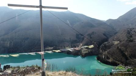 Croce sommitale di mezzo, vista sul lago