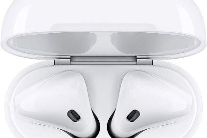 Auriculares Airpods 2 en su estuche de carga