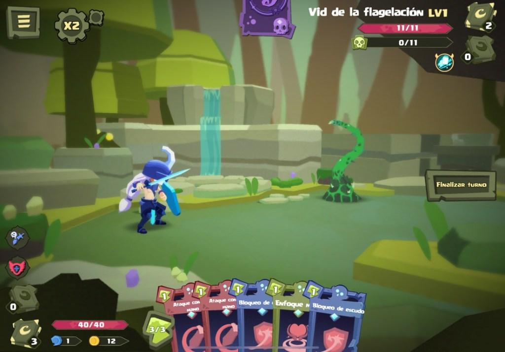Captura de pantalla del juego Dimension of Dreams. Se ve un escenario de bosque, muy verde, con el protagonista con armadura, escudo y espada azules y un enemigo en forma de tentáculo verde. Debajo las diferentes cartas disponibles para usar.