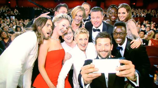 8f31e2e0-a2ad-11e3-938b-0d354453d0c7_86th-annual-academy-awards-backstage-20140303-062434-690-selfie